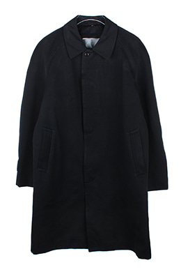 BLACK HIDDEN BUTTON COAT